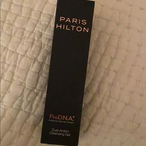 Paris Hilton pro DNA  dual action cleansing gel